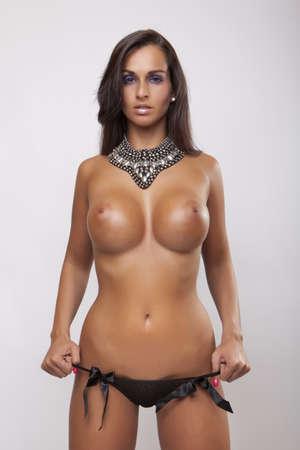 Chatte poilue gros seins