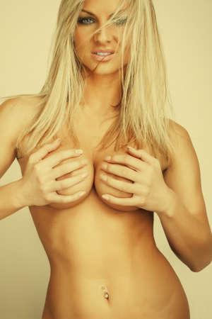 ragazza nuda: attraente glamour nudo giovane ragazza bionda