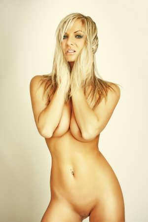 femme se deshabille: attrayant glamour fille nue jeune blonde Banque d'images