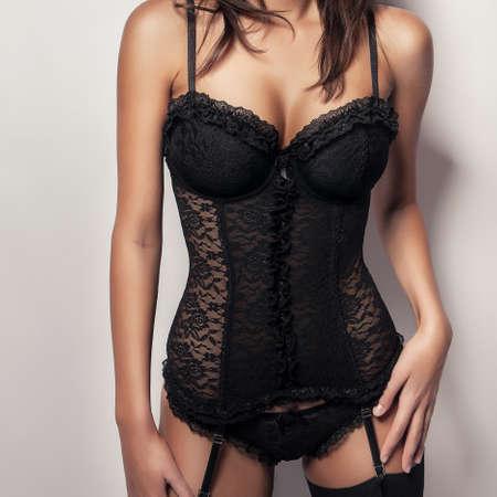 hot breast: торс Сексуальная девушка с большой грудью в черном корсете белье