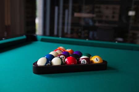 start position: start position fifteen ball on green billiard table