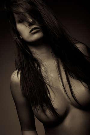fille sexy nue: expression sexy émotion fille brune visage portrait