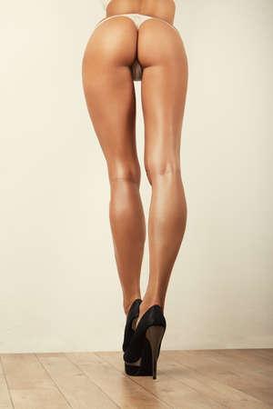 belles jambes: jambes longues et sexy courbes fille fesses, sans cellulite Banque d'images
