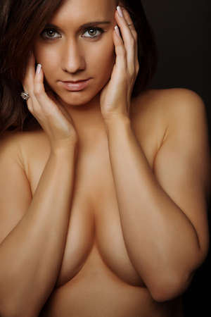 fille sexy nue: Glamour topless attrayante brune fille sexy