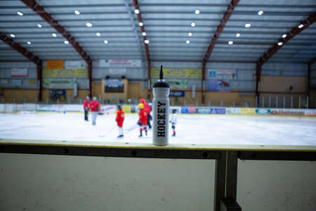 drink white bottle on board ice hockey rink Banque d'images