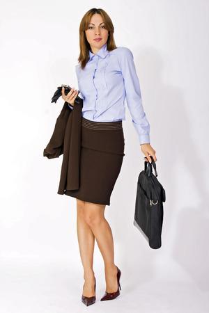 blusa: retrato de la atractiva mujer de negocios con maletín
