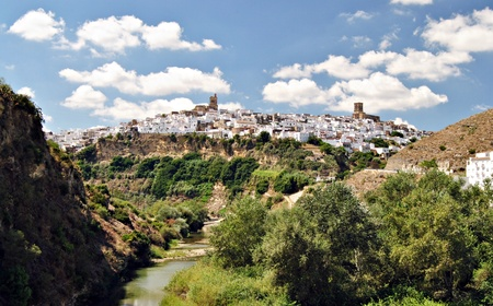 View the town of Arcos de la Frontera, formed by a ravine with a hill where you put a bunch of white houses