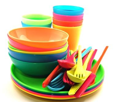 envases plasticos: Vajilla de pl�stico que consta de cubiertos, platos y tazones Foto de archivo