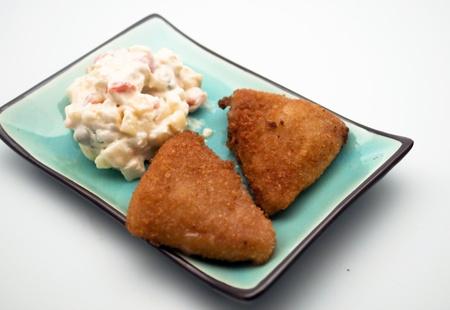 huzarensalade: Twee kipfilets met Russische salade