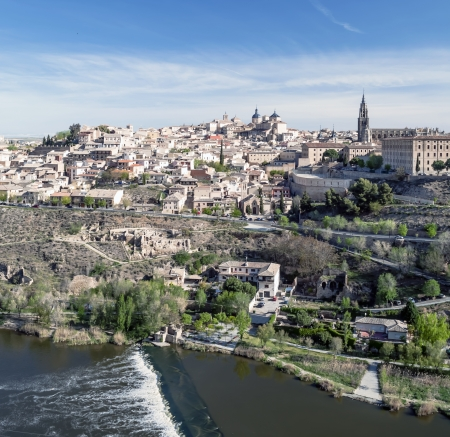 Distant view of the the Spanish city of Toledo, in one side the river tagus, in the bacjground the medieval city of Toledo with its monasteries and medieval houses Stock Photo - 13795545