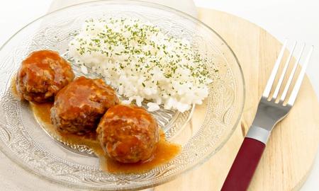 revestimientos: Estofado de alb�ndigas en salsa de tomate con arroz blanco Foto de archivo