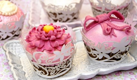 Cupcakes decorated with fondant and sugar flowers Stock Photo - 16513431