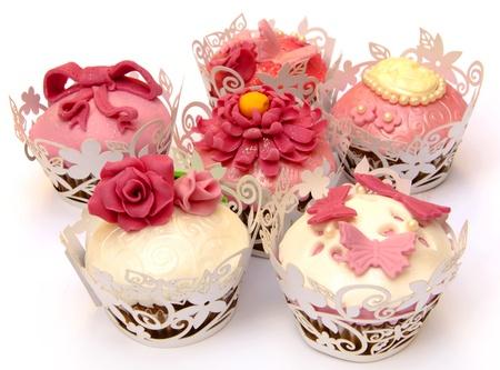 weihnachtskuchen: Cupcakes mit Fondant und Zucker Blumen geschm�ckt
