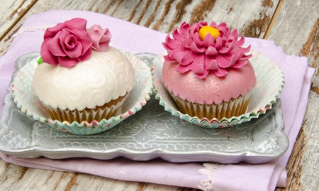 Cupcakes decorated with fondant and sugar flowers Stock Photo - 16513411