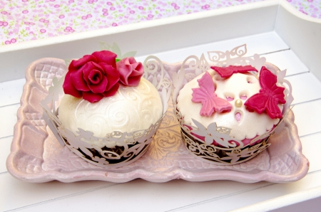 Cupcakes decorated with fondant and sugar flowers Stock Photo - 16513407