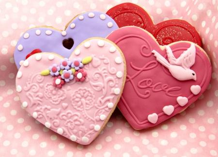 fondant: Biscotti di San Valentino a forma di cuore decorato con Archivio Fotografico