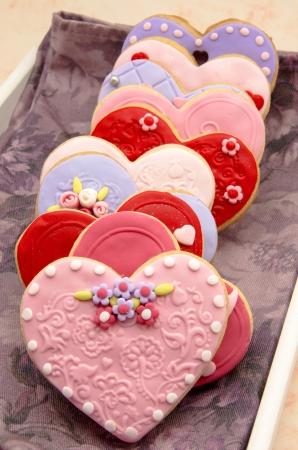 weihnachtskuchen: Valentine Kekse mit Herzform dekoriert