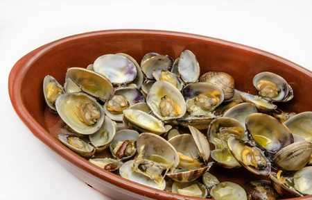 carapace: Clams with garlic served on a plate