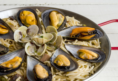 kitchen spanish: Noodles with seafood stew