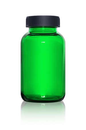 白い背景に分離された空白緑のサプリメント ボトル