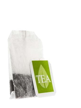 bolsita: Bolsita de papel de t� con etiqueta verde aislado en el fondo blanco Foto de archivo