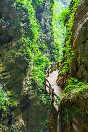 Longshuixia 裂峡谷 Wulong 国、重慶市は、中国西南部で典型的なカルストの風景、素晴らしい自然の場所です。