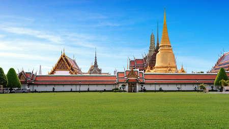 Der Wat Phra Kaeo Tempel des Smaragd-Buddha und offiziell als Wat Phra Si Rattana Satsadaram gilt als der heiligste buddhistische Tempel in Thailand.