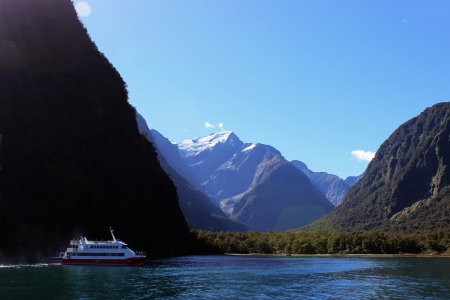 inlet bay: Milford Sound Boat