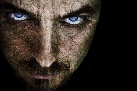 Close-up der finsteren Gesicht, mit rissige Haut (Details auf die Augen)