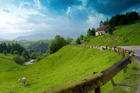 Wunderbare Berglandschaft suchen sehr ruhig