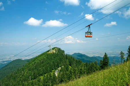 splendid: Splendid mountain view: cable cabin, green grass and blue sky