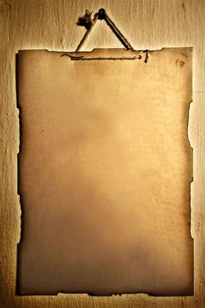impiccata: Vecchia carta appesi su una parete (un sacco di spazio per il testo) Archivio Fotografico