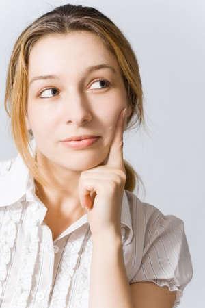 donna pensiero: Ritratto di giovane donna a pensare qualcosa di bello Archivio Fotografico