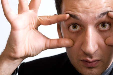 occhi sbarrati: Close-up ritratto di uomo d'affari con gli occhi ben aperti