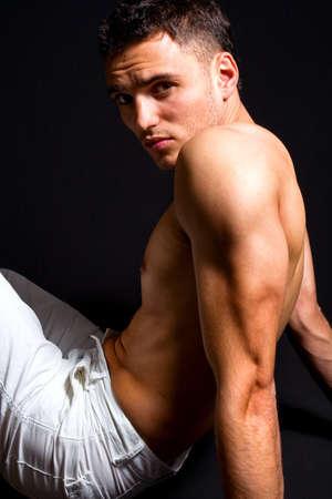 torso nudo: Studio muscolare bel ritratto di uomo