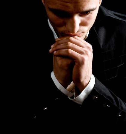 hombre orando: Bajo el retrato del hombre de negocios clave para el �xito rezando Foto de archivo
