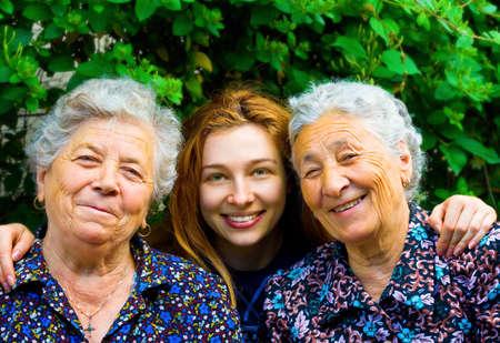 personnes �g�es: Happy family - jeune femme et deux hauts dames