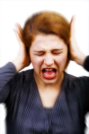 contaminacion acustica: Concepto de ruido y el estr�s - mujer que cubre las orejas Foto de archivo