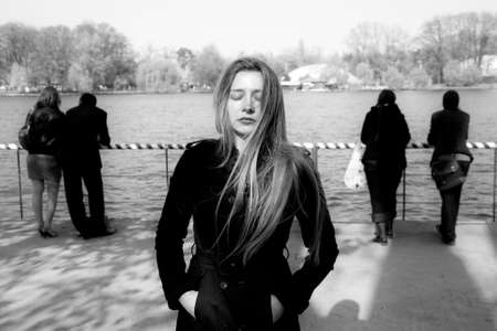 Isolement social concept - triste femme malheureuse solitaire Banque d'images - 6604590