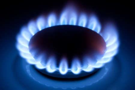 Methan blauen Flammen am Küche Herd im Dunkeln