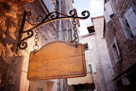 impiccata: Tavola di legno vuoto ingresso rustico impiccati