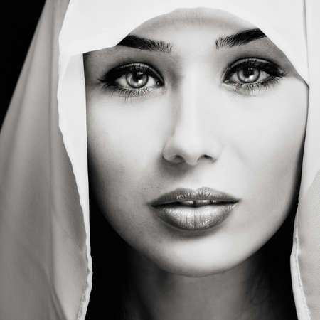 Künstlerische Portrait of Woman with sinnlich Gesicht  Standard-Bild