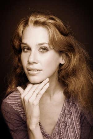 Sepia retrato de la joven y bella mujer elegante Foto de archivo - 8305732