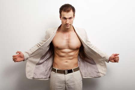 Sexy gut aussehend Mann mit Fit muskulösen Körper weiß Standard-Bild