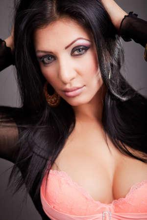voluptuosa: Close up retrato de mujer sexy tetona sensual
