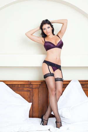 Schöne junge Frau mit heißen sexy Körper in Dessous