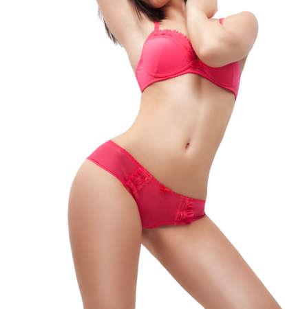 fille sexy nue: corps sexy de la femme en lingerie rouge isolé sur blanc