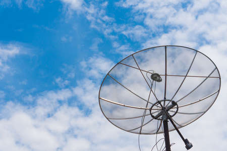 Parabolic antenna with blue sky background. One of the technologies for broadcasting TV to all corners of the world Banque d'images