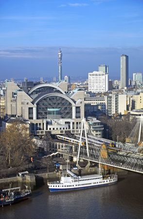 View from London Eye looking down on Crarring Cross, London Standard-Bild