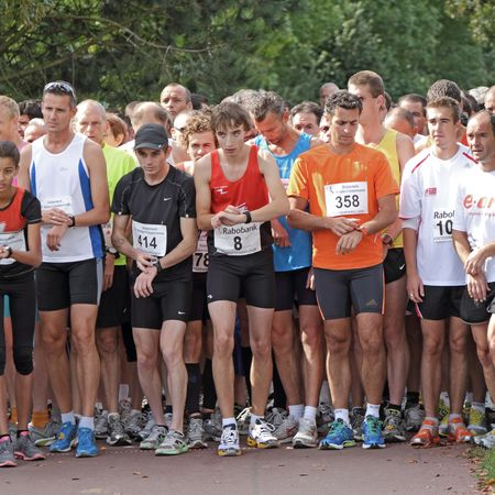 RIDDERKERK, THE NETHERLANDS - SEPTEMBER 18 2010: The start of  21st Rabo Oosterparkloop from 15 km, 10km and 6.3 km circuit for all ages.  Stock Photo - 7798451